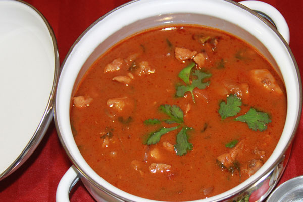 Red Chicken Curry – South Indian Style
