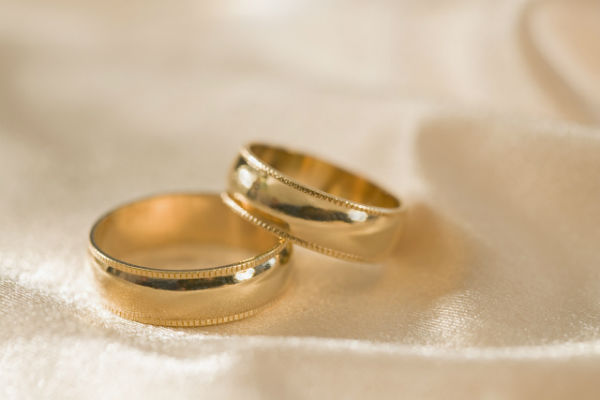 Vintage Appeal: Making New Gold Wedding Rings Look Antique
